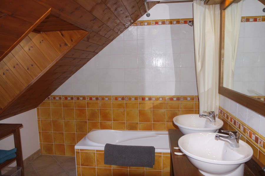 Good sized bathroom with double basins