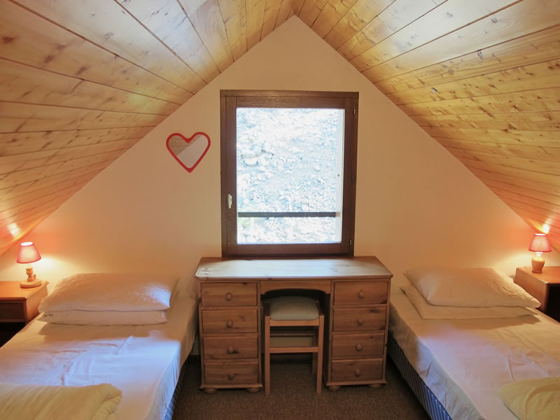 The fourth bedroom in the attic has two single beds