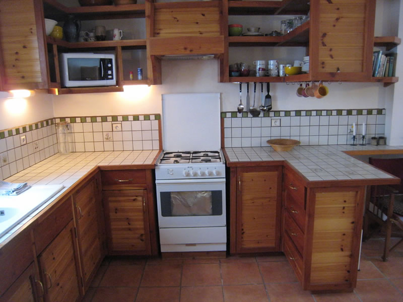 The kitchen has a gas oven & hob